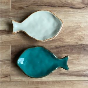 CreativeCo-Opset of two ceramic fish shape plates
